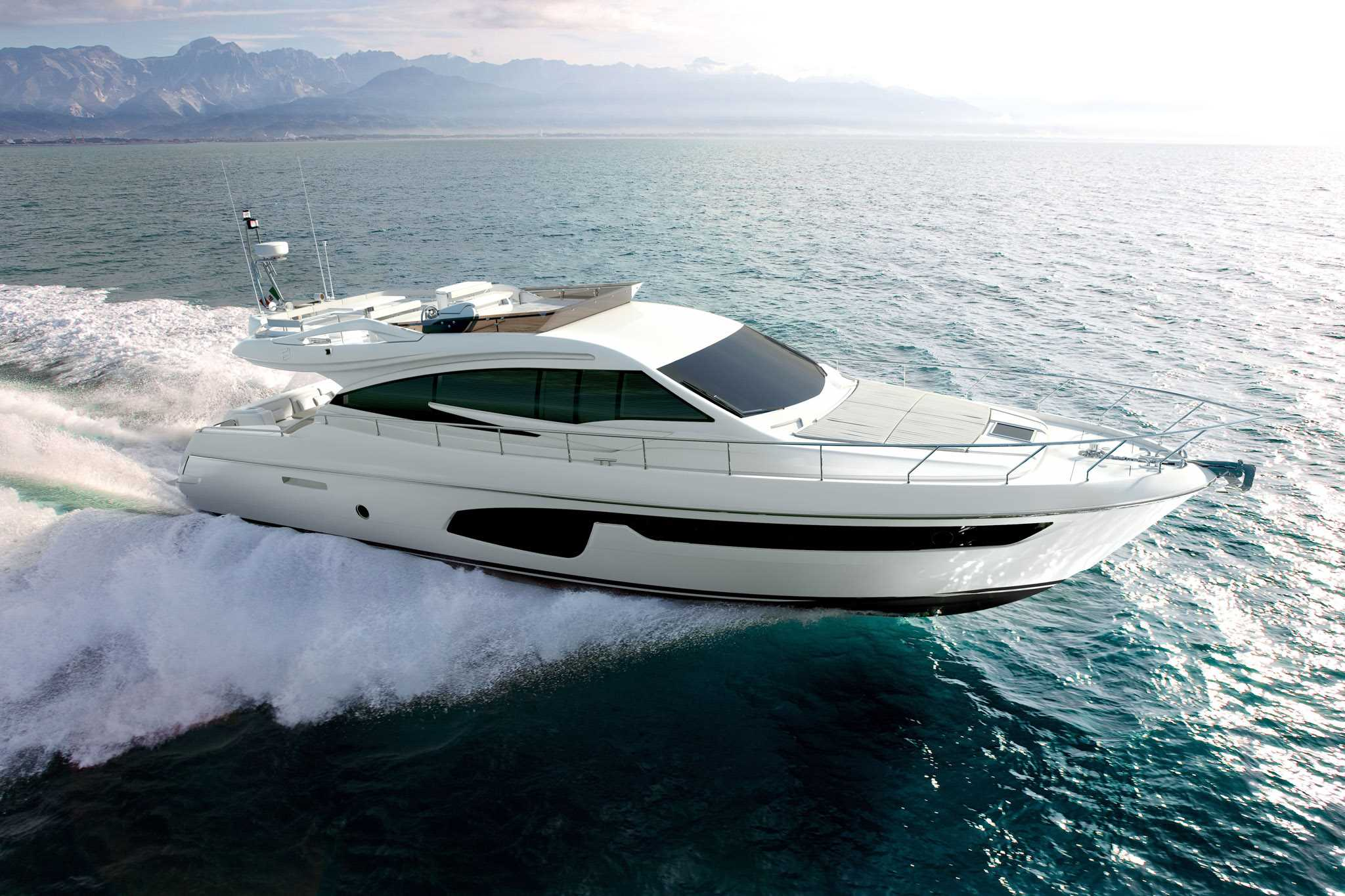Ferretti Yachts 650, garantiza actuaciones muy consistentes sobre el mar