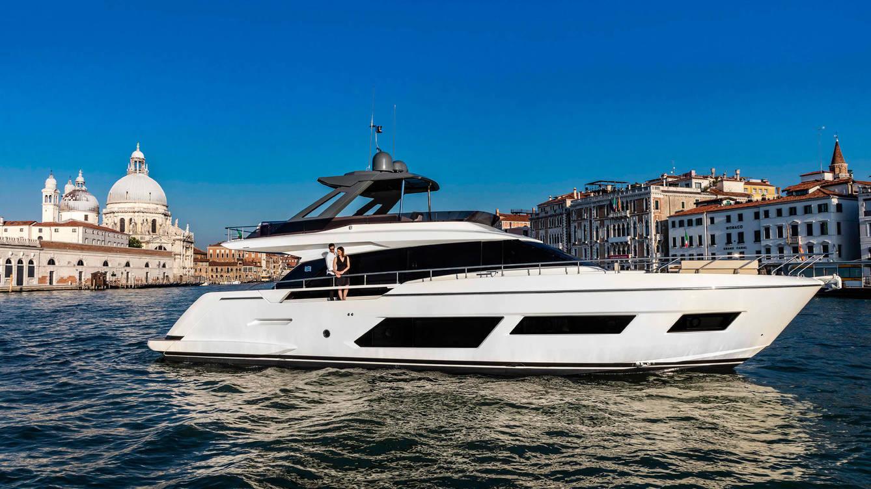 Ferretti Group celebra aniversario en Venecia en una brillante muestra de yates y espectáculos aéreos
