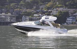 Doble vida con el 350 Express de Cruisers Yachts