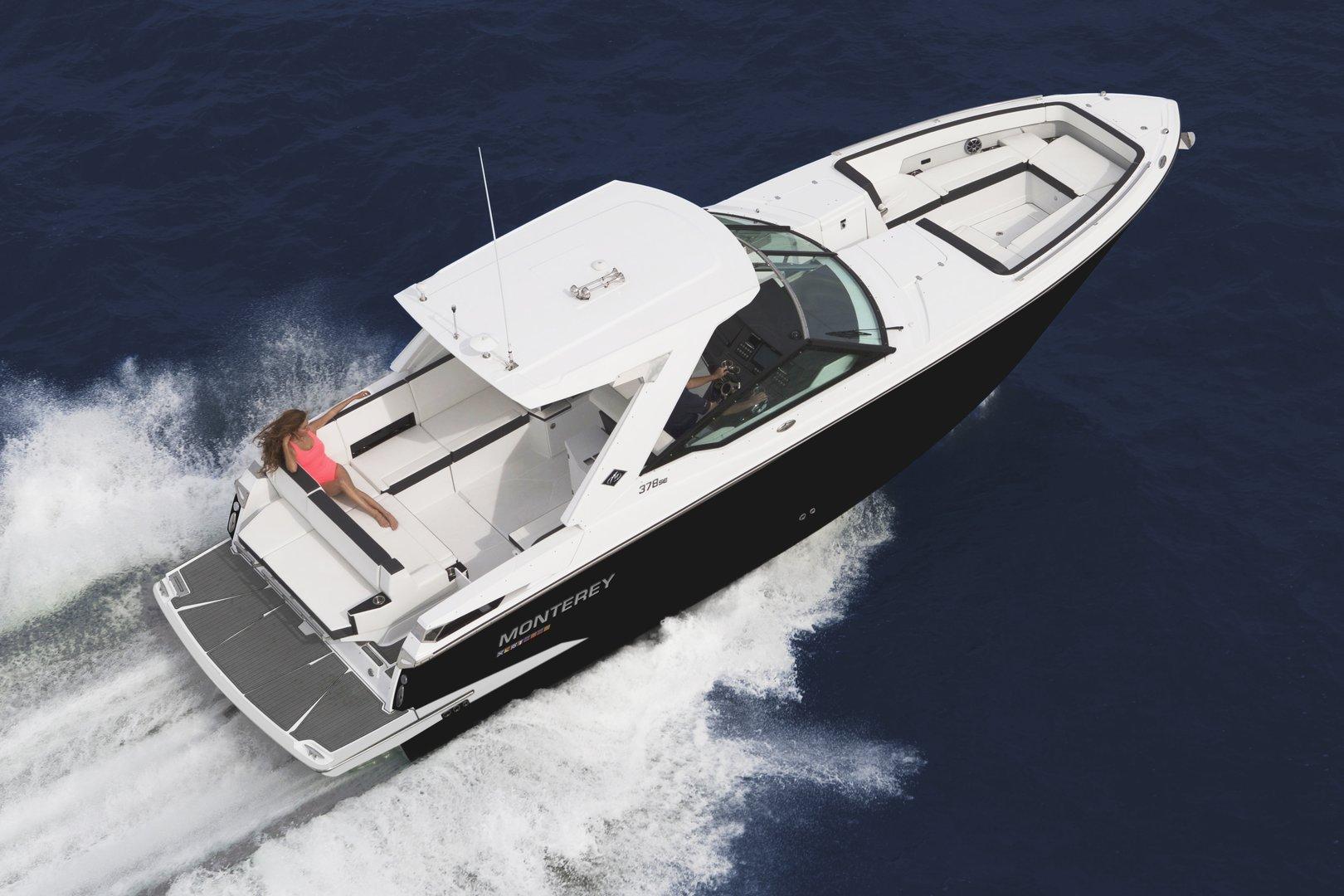 378 SE de Monterey Boats, majestuoso, noble y seductor