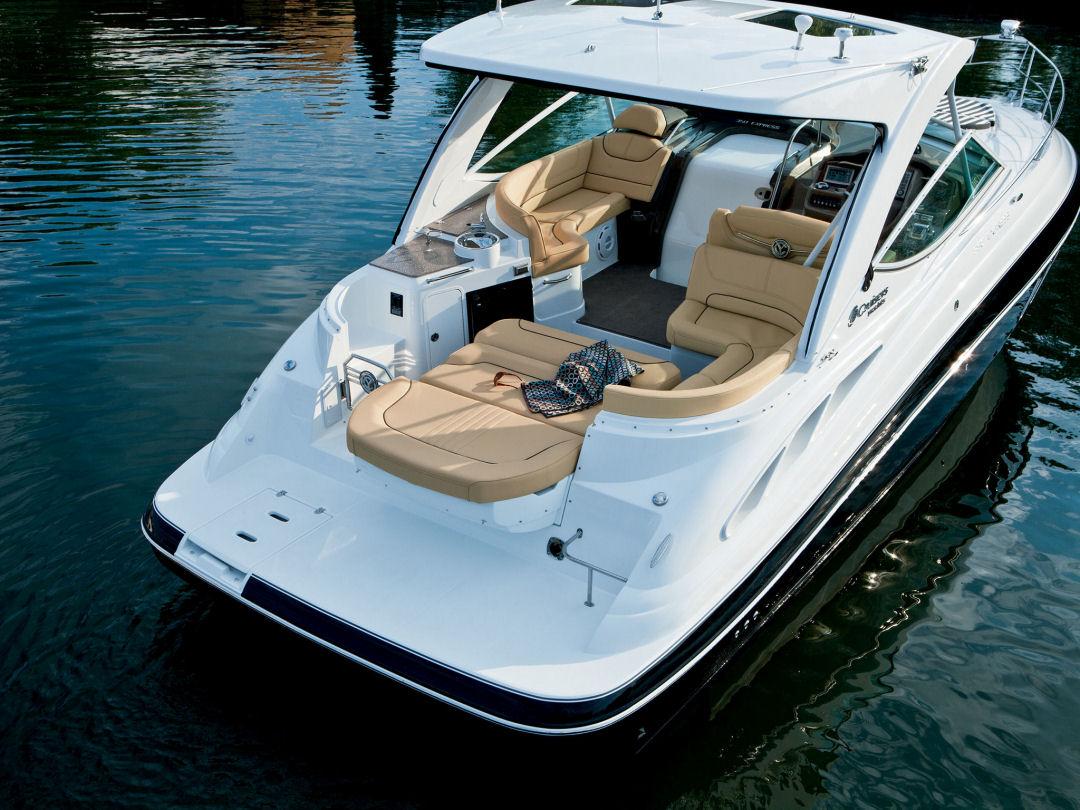 35 Express de Cruisers Yachts ¡increíbles e insuperables características!