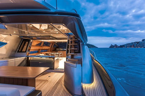Riva Yacht presenta el 88 ' Domino Super, en Cannes Yachting Festival
