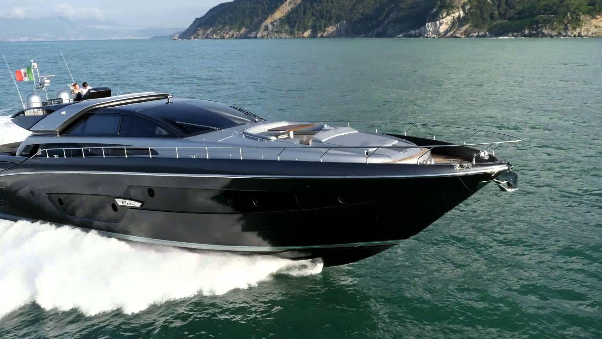 Riva 88´ Domino Super debutó en el Dubai International Boat Show